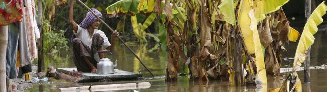Ryż, makaron i 2,5 dolara dla powodzian w Kambodży
