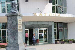 Bemowo zamyka centrum promocji. Przyjaciółka Dąbrowskiego pracy nie straci