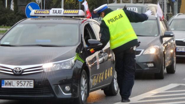 Taksówkarze zawieszają protest. Policyjne kontrole przy lotnisku