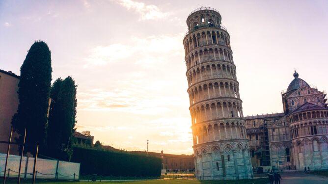 Krzywa Wieża jest naprawdę krzywa (Yeo Khee/Unsplash)