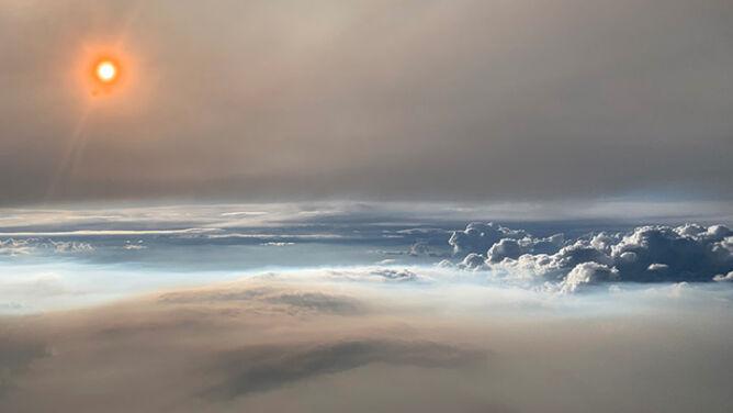 """Chmura zrodzona z ognia. <br />""""Widoki były absolutnie oszałamiające"""""""