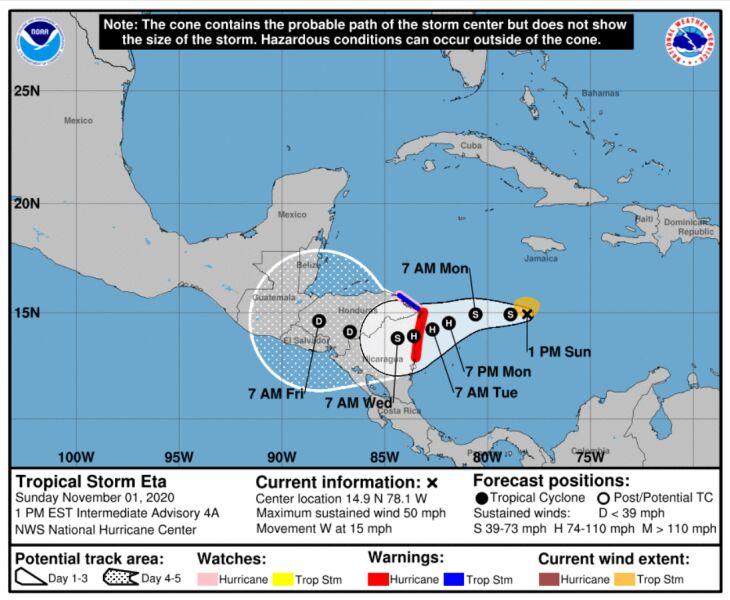 Prognozowana trasa burzy tropikalnej Eta (NHC/NOAA)